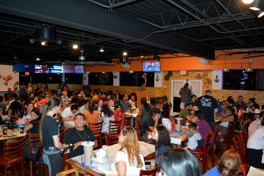 Angry Crab Shack restaurant atmosphere